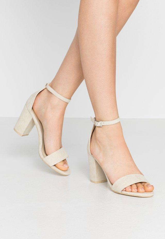 BLOCK MID HEEL - Sandals - beige
