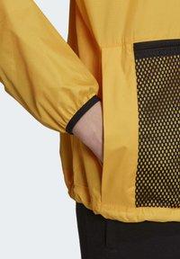 adidas Originals - ADVENTURE ANORAK - Windbreaker - gold - 5