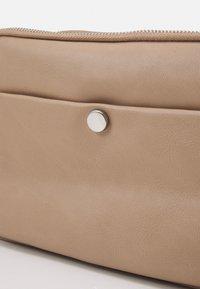 Marks & Spencer London - CASUAL CAMERA BAG - Across body bag - caramel - 4