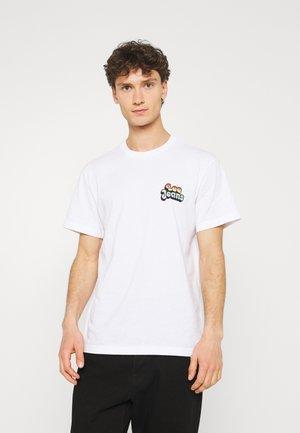 PRIDE CHEST GRAPHIC TEE - Print T-shirt - white