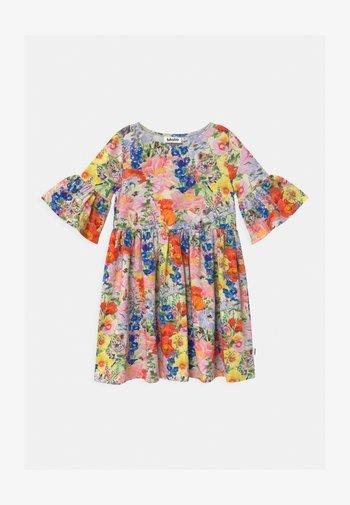 CHASITY - Žerzejové šaty - light pink