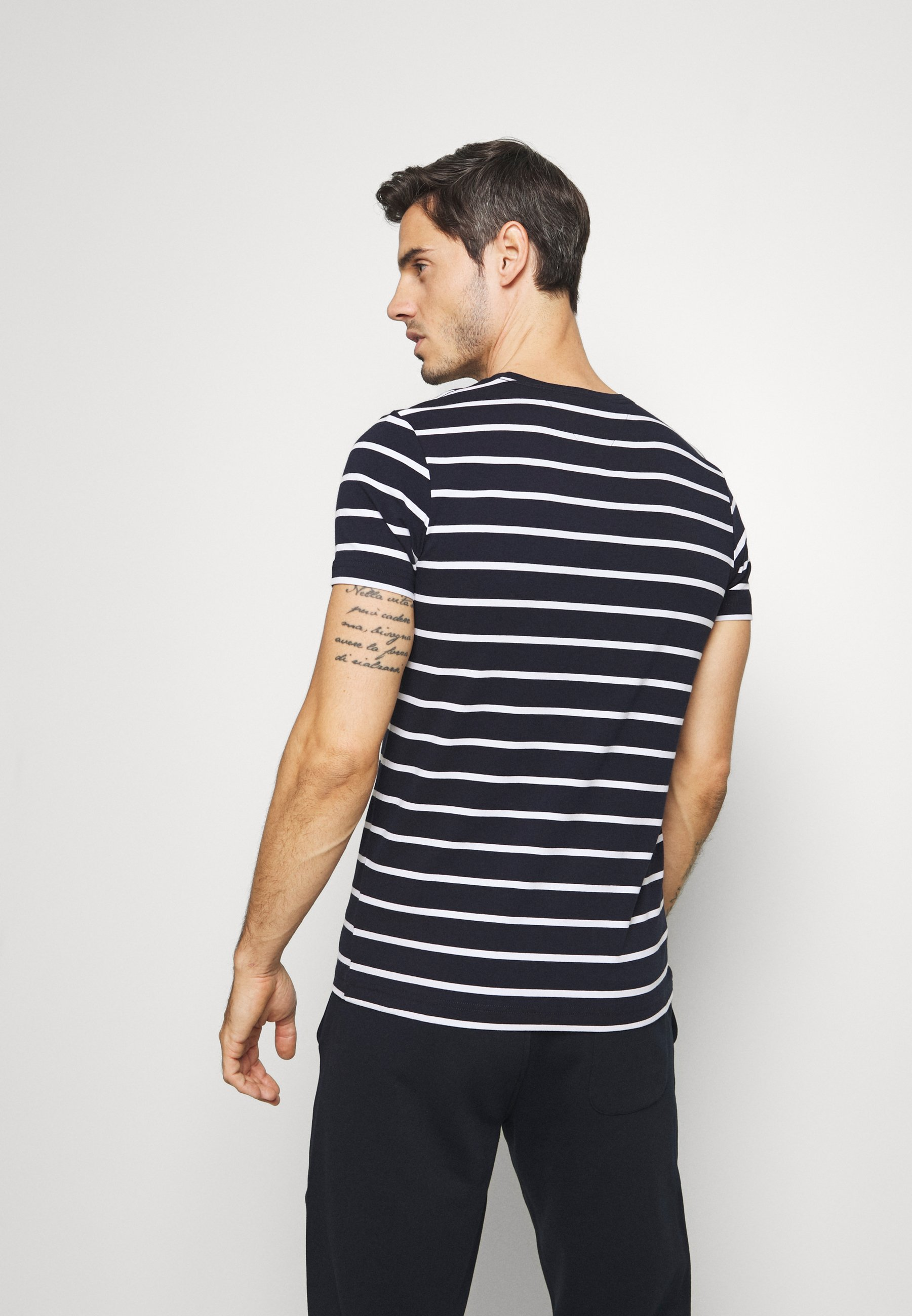 Herrer STRETCH SLIM FIT TEE - T-shirts basic