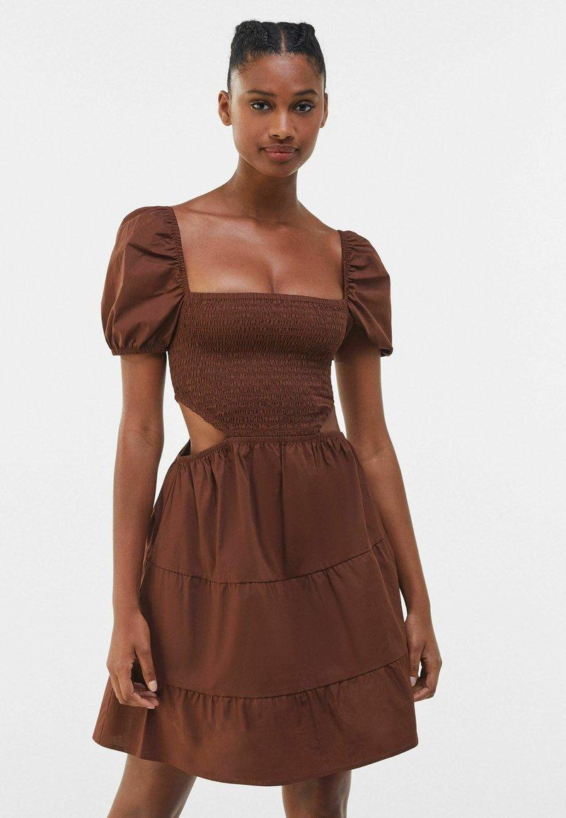Bershka - Vapaa-ajan mekko - brown