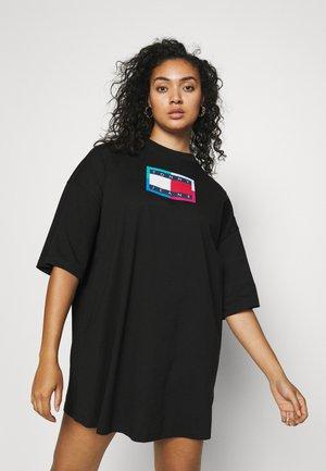 LOGO FLAG TEE DRESS - Robe chemise - black