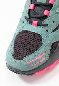 Reebok Classic - AZTREK DOUBLE MIX TRAIL - Zapatillas - green slash/triple grey/solar pink - 2