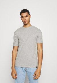 Newport Bay Sailing Club - CORE 3 PACK - Basic T-shirt - grey marl/light yellow/navy - 3