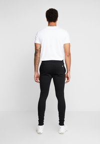 11 DEGREES - CORE JOGGERS  - Spodnie treningowe - black - 2