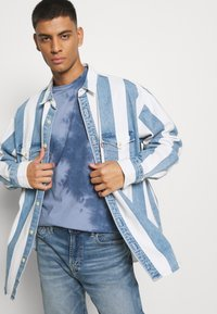 American Eagle - STAMP TIE DYE - T-shirt con stampa - blue - 3