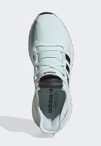 adidas Originals - U_PATH RUN SHOES - Trainers - green - 1