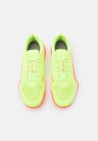 Puma - EXPLODE 1 - Handball shoes - nrgy peach/fizzy yellow - 3