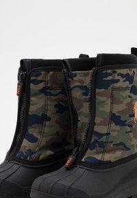 Polo Ralph Lauren - QUILO ZIP UNISEX - Winter boots - olive/orange - 5