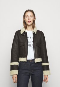 Victoria Victoria Beckham - CROPPED AVIATOR JACKET - Leather jacket - chestnut brown - 0