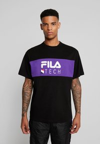 Fila - RENZ HEAVY TEE - T-shirt med print - black/tillandsia purple - 0
