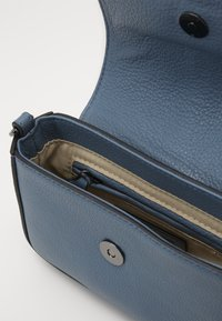 FREDsBRUDER - RONI - Across body bag - modern blue - 4