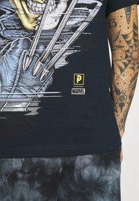 Primitive - WOLVERINE TEE - T-shirt print - navy - 5