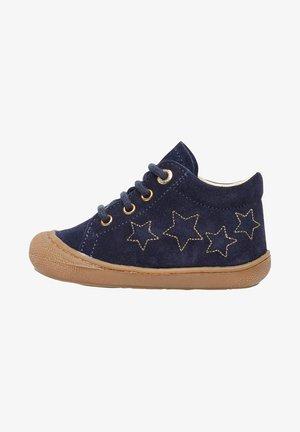 KUBERT MIT STERNEN - Baby shoes - blau