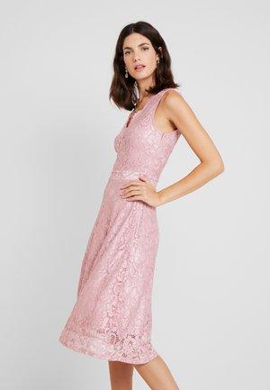 Koktejlové šaty/ šaty na párty - zephyr
