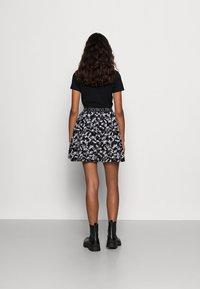 Calvin Klein Jeans - LOGO WAISTBANDSKIRT - Mini skirt - black floral aop - 2