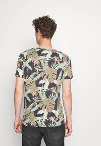 TOM TAILOR DENIM - Print T-shirt - green - 2