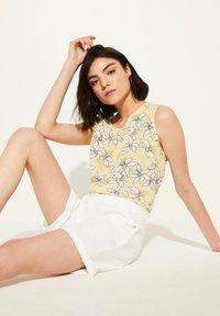 comma casual identity - Denim shorts - white - 3