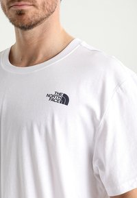 The North Face - REDBOX CELEBRATION TEE - T-Shirt print - wh/navy - 3