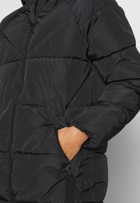 ONLY - ONLMONICA PLAIN LONG PUFFER COAT - Vinterkåpe / -frakk - black - 6