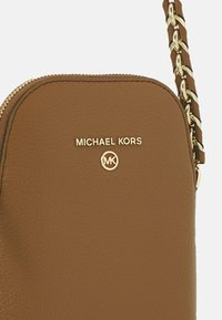 MICHAEL Michael Kors - JET SET CHARM XBODY - Across body bag - luggage - 4