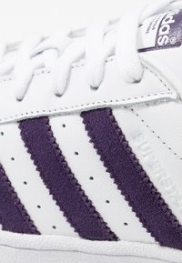 adidas Originals - SUPERSTAR - Sneakersy niskie - footwear white/legend purple - 5