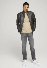TOM TAILOR - TAVIS REGULAR  - Straight leg jeans - used light stone grey denim - 1
