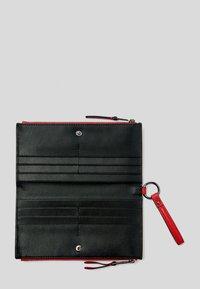 KARL LAGERFELD - K/PEBBLE  - Wallet - a517 chili - 3