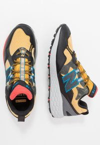 New Balance - CRAG V2 - Trail running shoes - yellow - 1