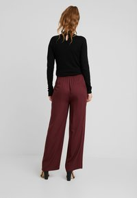 Vero Moda - VMAUTUMN AMAZE WIDE PANT - Pantalon classique - port royale - 2