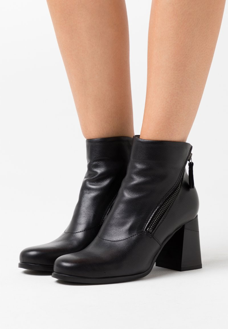 lilimill - Ankle boots - twister nero