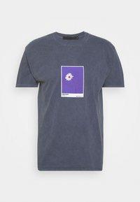 Mennace - MENNACE SUNDAZE EMOTIONS REGULAR - Camiseta estampada - blue - 0