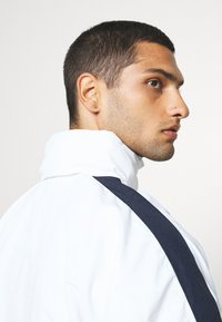 Karl Kani - COLLEGE BLOCK WINDRUNNER - Summer jacket - white - 4