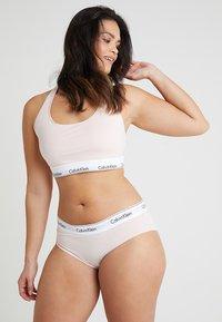 Calvin Klein Underwear - MODERN PLUS UNLINED BRALETTE - Bustier - nymphs thigh - 1
