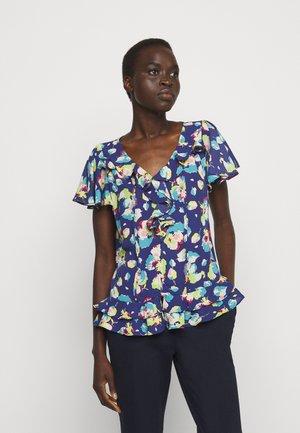 DRAPEY POLY  - Print T-shirt - blue multi