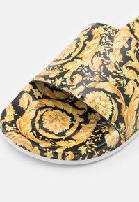 Versace - Pantofle - black/gold - 5