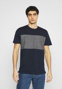 TOM TAILOR - WITH STRIPED INSERT - T-shirt med print - dark blue - 0