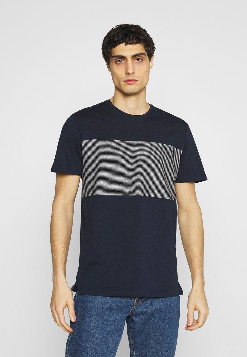 TOM TAILOR - WITH STRIPED INSERT - T-shirt med print - dark blue