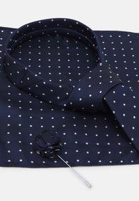 Burton Menswear London - TIE HANKIE AND FLORAL PIN SET - Cravatta - navy - 4
