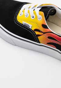 Vans - ERA UNISEX - Trainers - black/true white - 5