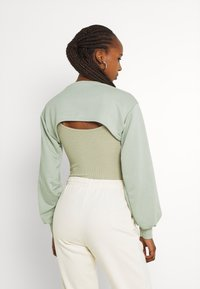 Missguided - CUT OUT OVERLAY BODYSUIT SET - T-shirt con stampa - sage - 2