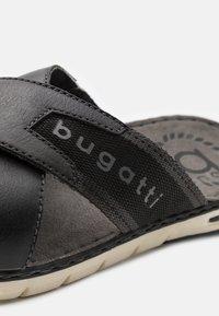 Bugatti - DARIO - Pantofle - black - 5