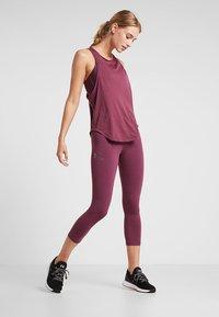 Under Armour - WHISPERLIGHT TANK - T-shirt de sport - level purple/metallic silver - 1