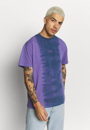 RAGGED TWO TONE TEE - Print T-shirt - purple