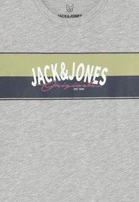 Jack & Jones Junior - JORMASON TEE CREW NECK JR - Langarmshirt - white melange - 2