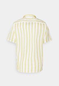 Lacoste LIVE - UNISEX - Shirt - flour/pineapple - 1