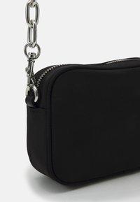 Versace Jeans Couture - EYELETS EXTREME MINI CAMERA BAG - Schoudertas - nero - 4