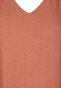 Zizzi - VMACY DRESS - Jerseyjurk - copper brown - 3